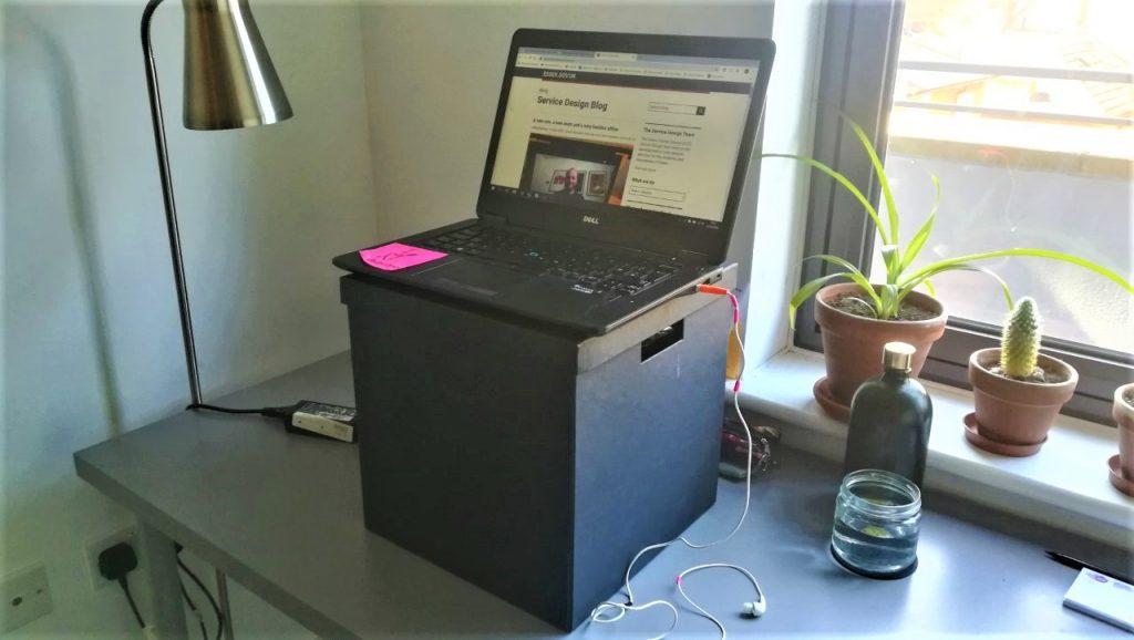 desk an laptop